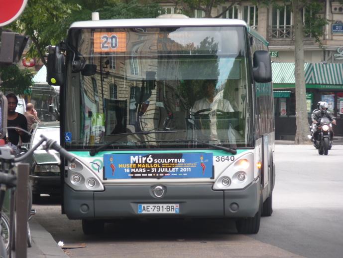IvecoBus (anciennement Iris Bus), qui fournit déjà une partie des bus de la RATP, sera vraisemblablement associée de près à la transformation future du parc (licence Creative Commons)