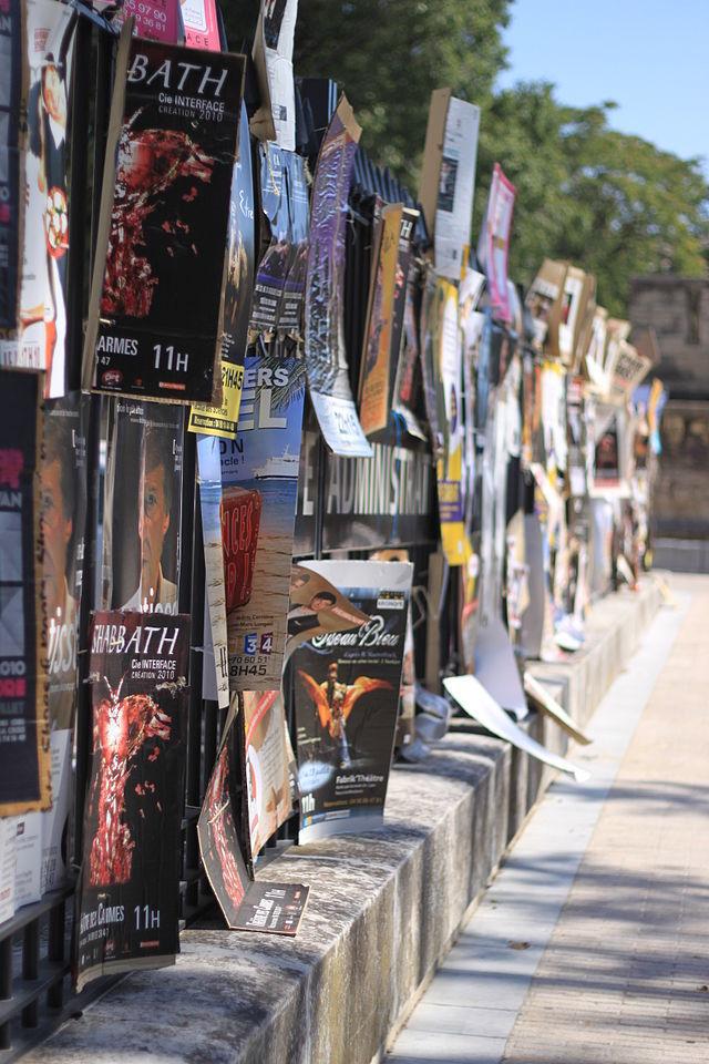 Affiches du festival Off d'Avignon / Matthieu Riegler - Wikipedia Commons